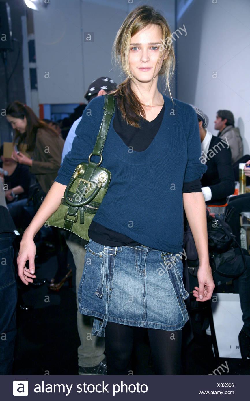 foto ufficiali d8600 3a75f Marni Backstage Milano Autunno Inverno modello indossare gonna ...