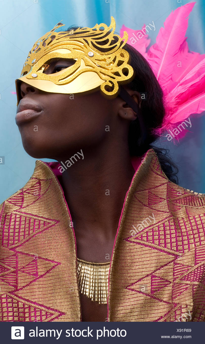 Donna che indossa la maschera Immagini Stock