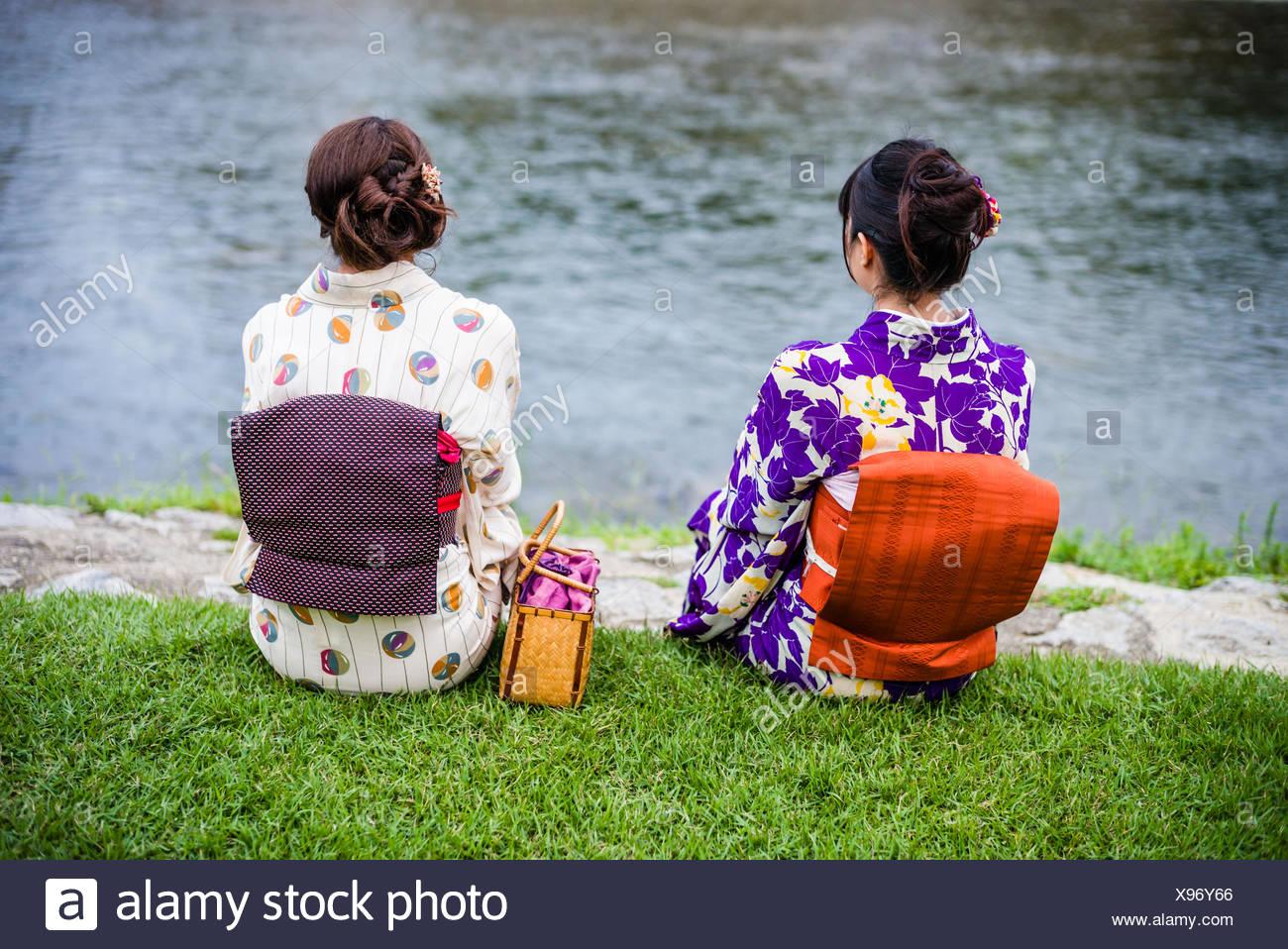 Le donne giapponesi in costume tradizionale. Immagini Stock