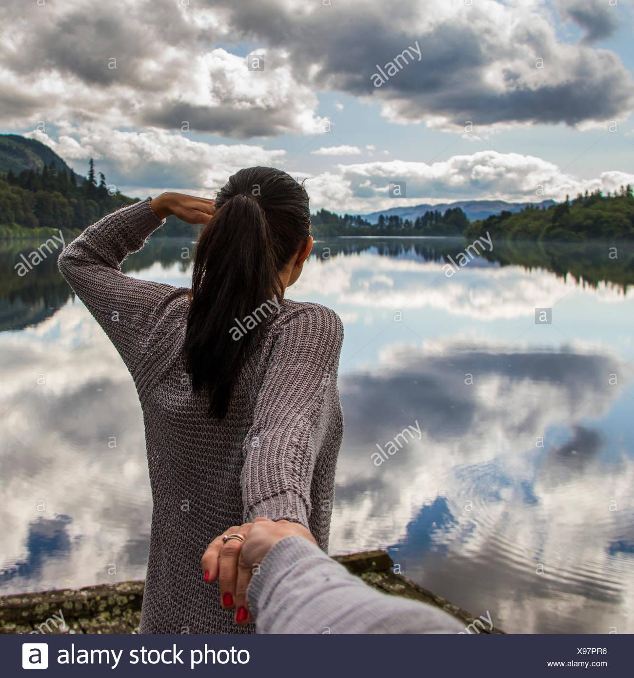 L uomo e la donna dal lago Foto Stock
