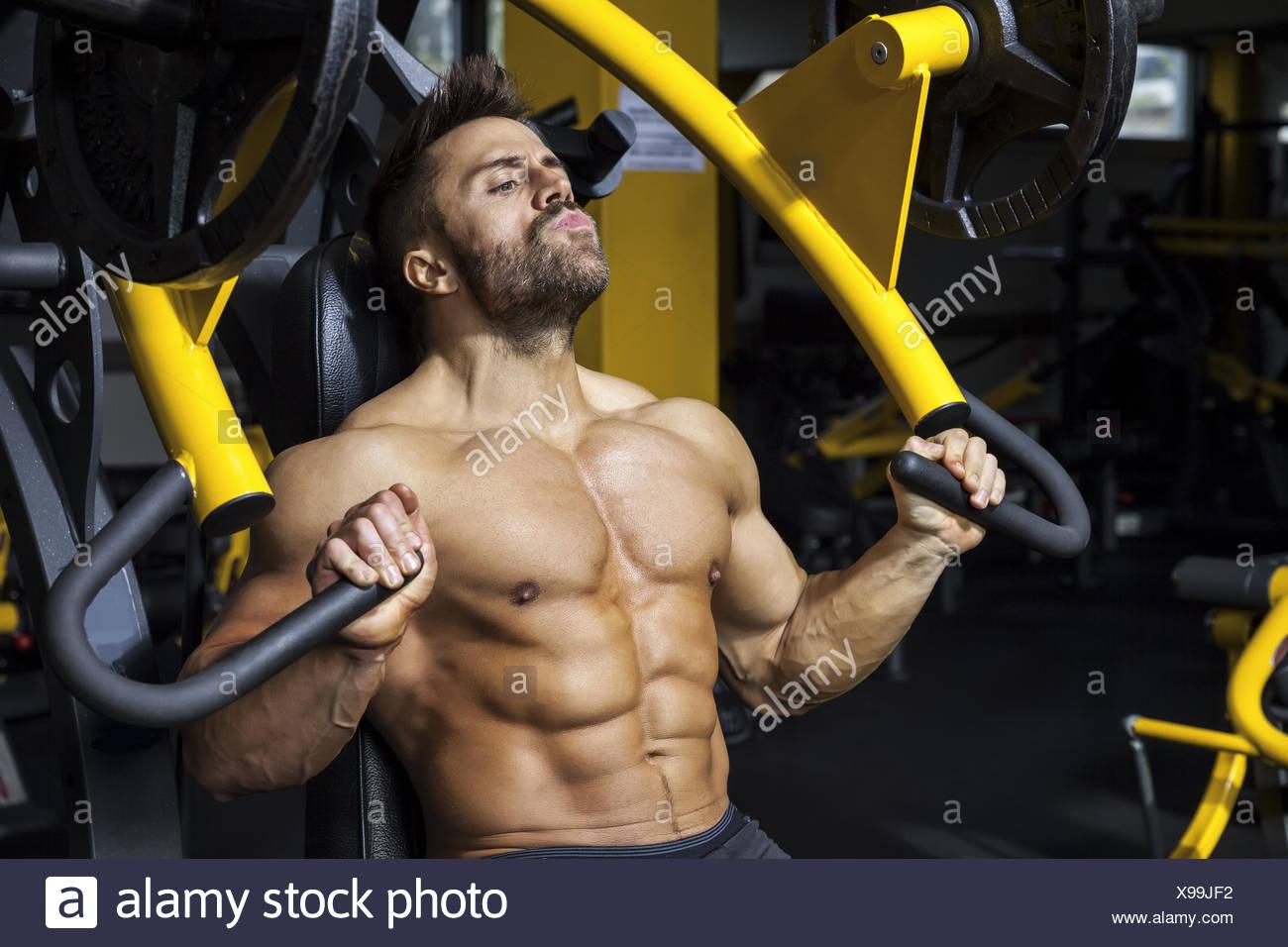 Bello barbuto bodybuilding uomo Immagini Stock