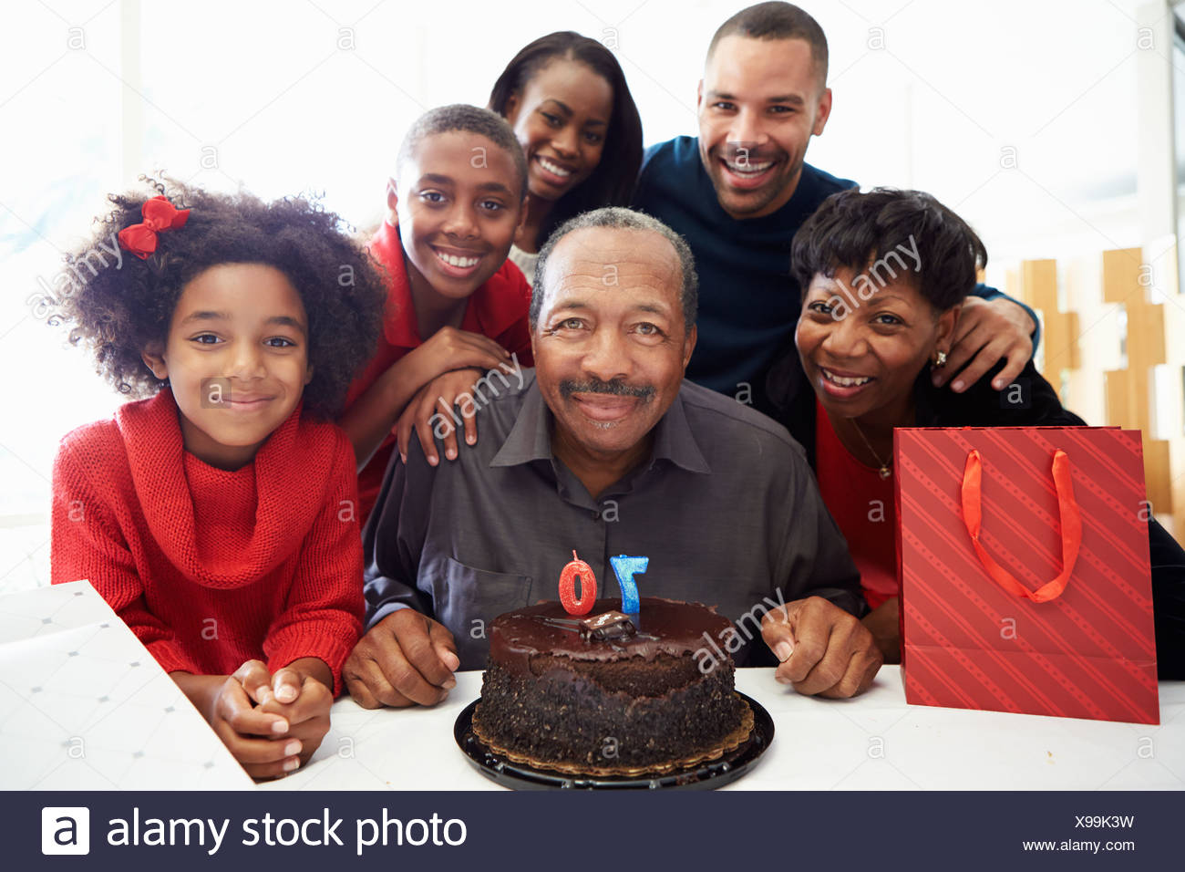 Famiglia celebra il settantesimo compleanno insieme Immagini Stock