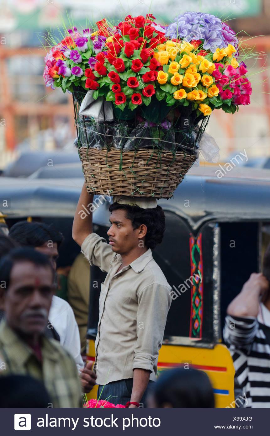 Venditore di fiori, Laad Baazar, Hyderabad, Andhra Pradesh, India, Asia Immagini Stock