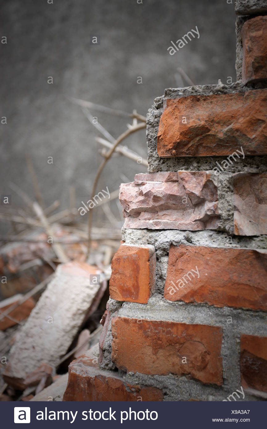 Mattoni e malta di calce con le pareti rotte Immagini Stock