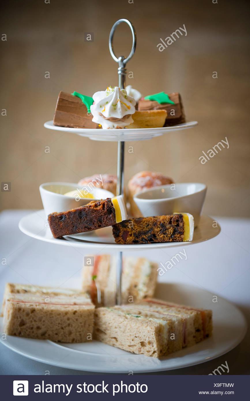 Il tè del pomeriggio e torte. Immagini Stock