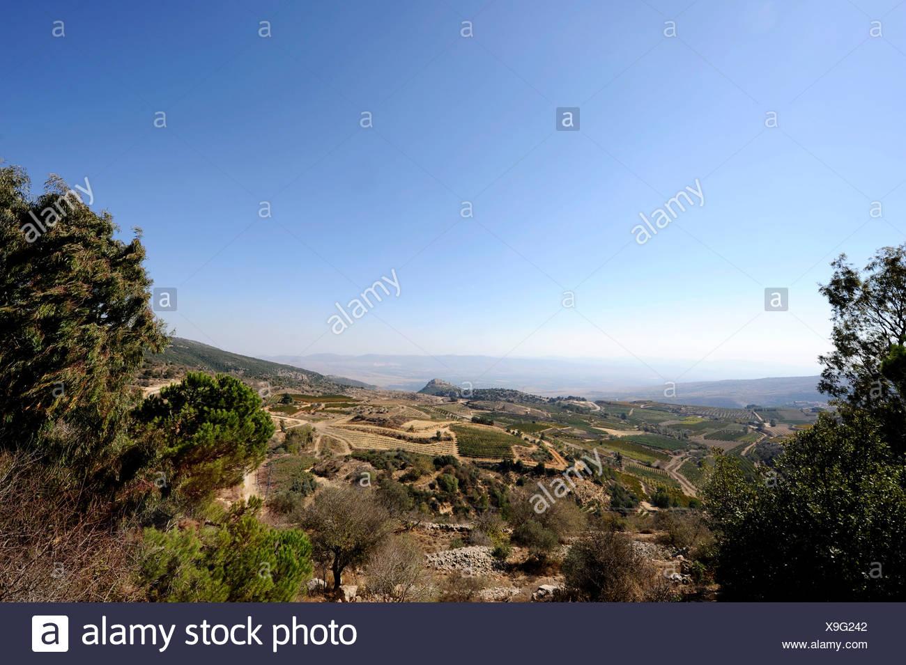 Alture del Golan, in mezzo indietro Nimrod Fortezza, arabo Qala'at al-Subeiba, Golan, Monte Hermon, Israele, Medio Oriente Immagini Stock