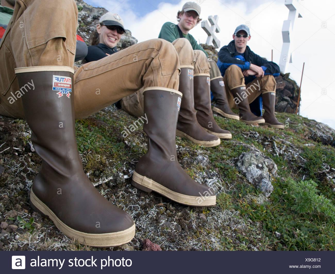 f98a1d51b7a Close up di escursionisti di indossare stivali di gomma, Isola di San  Paolo, Alaska