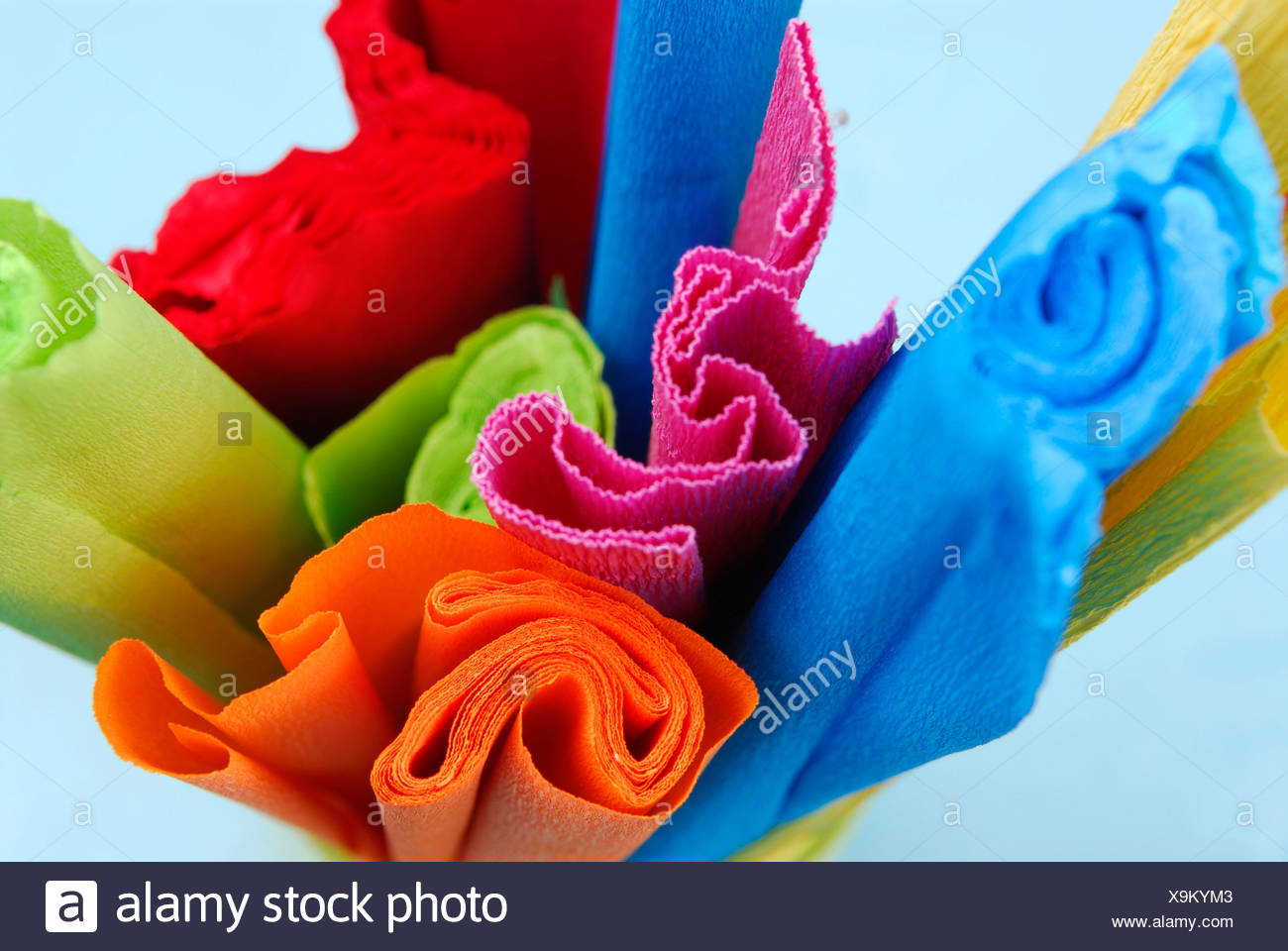 Rotoli Di Carta Colorata : Rotoli colorati di carta crespa foto immagine stock