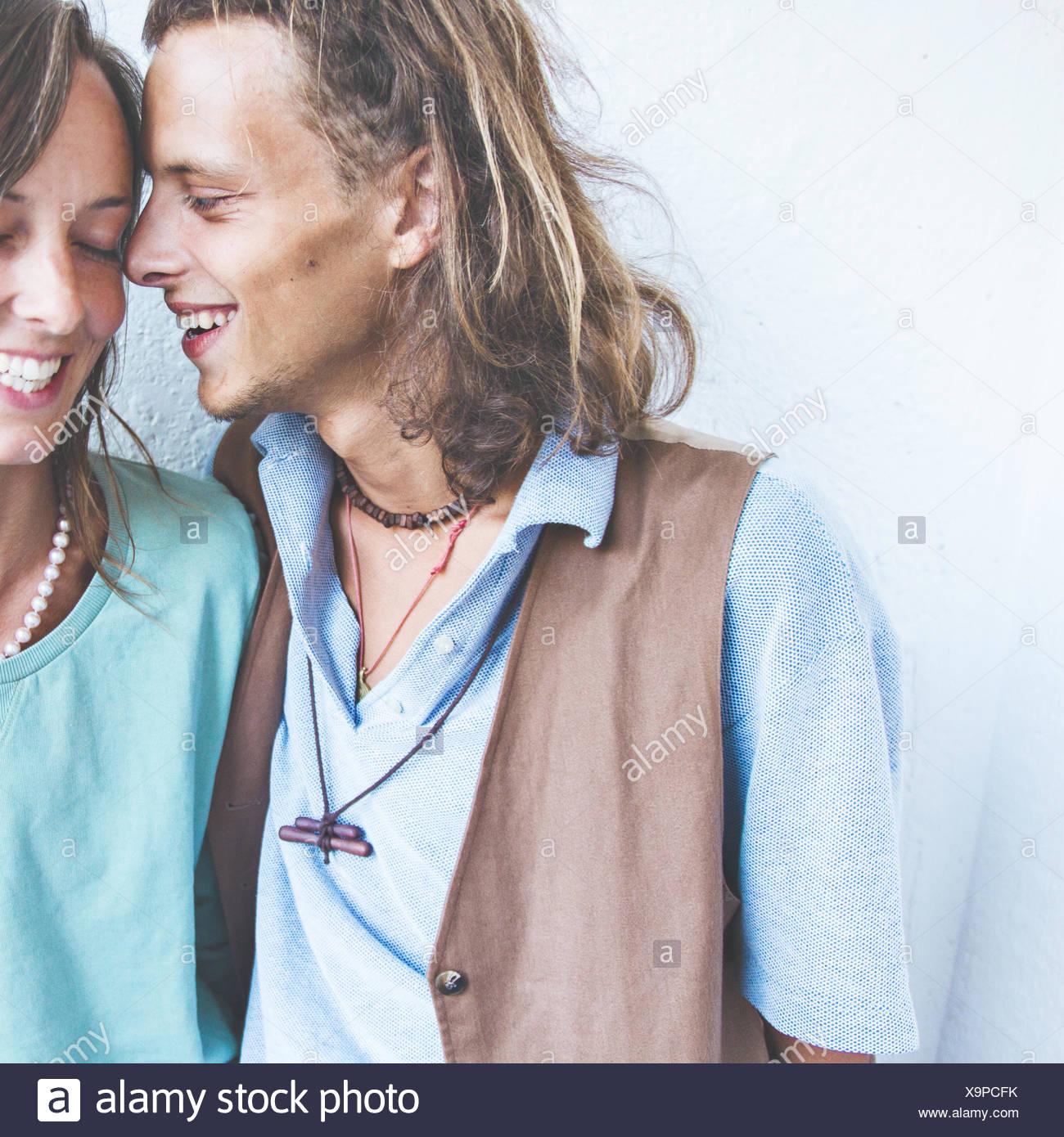 Giovane coppia eterosessuale in amore Immagini Stock