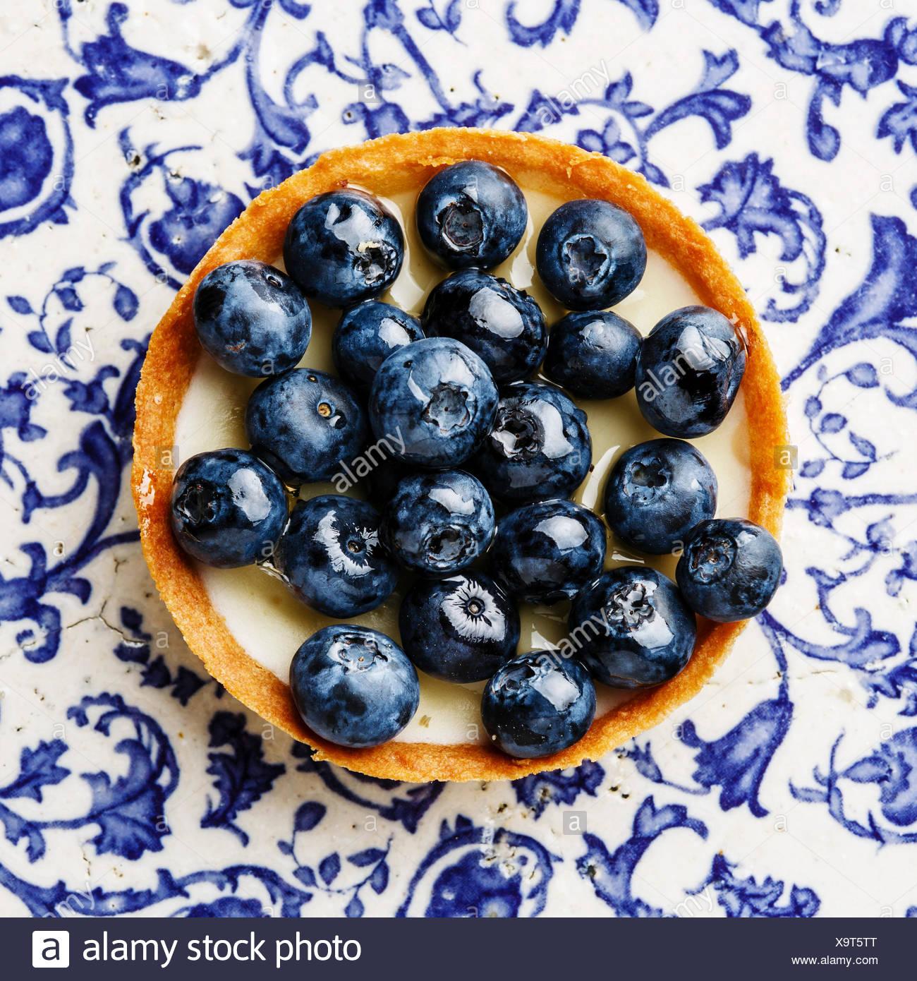 Crostata di mirtilli blu su sfondo di ornamento Immagini Stock