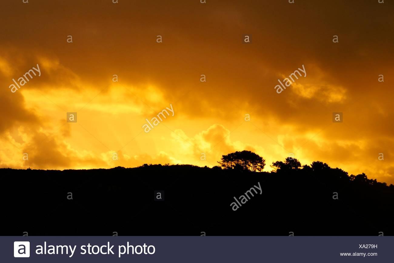 Cielo ardiendo al atardecer en Asturias. España Immagini Stock