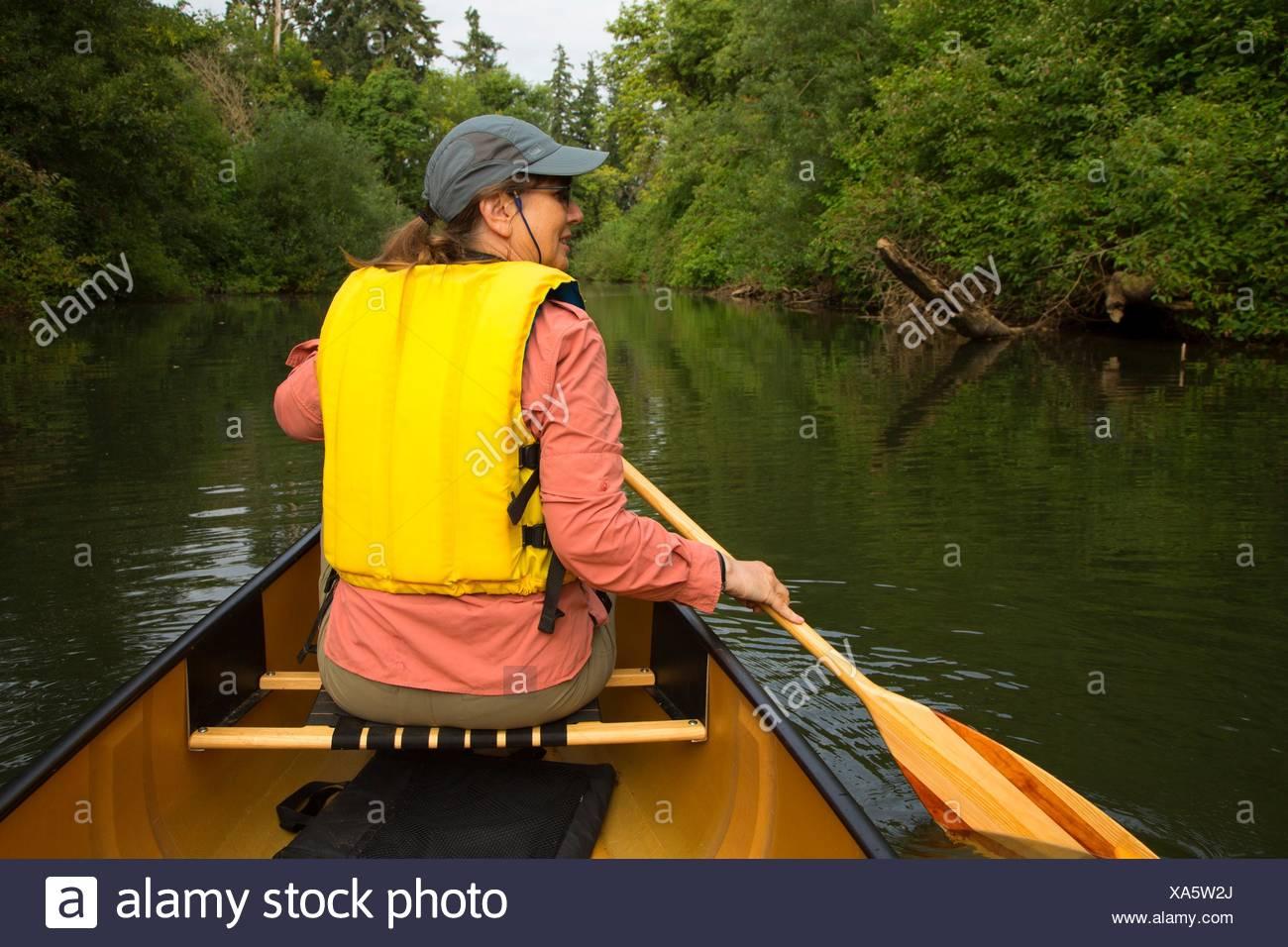 Canoa il fiume Luckiamute, Luckiamute Landing State Park, Oregon. Immagini Stock