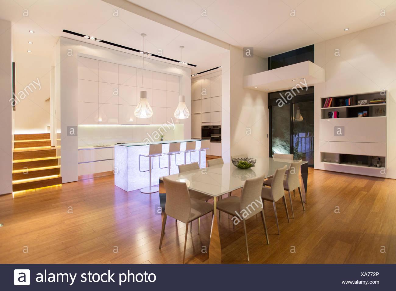 Zona Pranzo Moderna.Zona Pranzo E Cucina In Casa Moderna Foto Immagine Stock