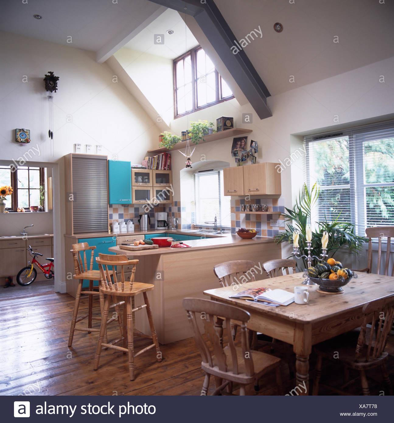 Pine tavolo e sedie in cucina sala da pranzo Camera di estensione ...
