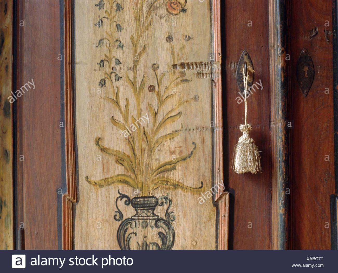Credenza Con Chiave : Close up di un xix secolo pitturato credenza con fiocco seta