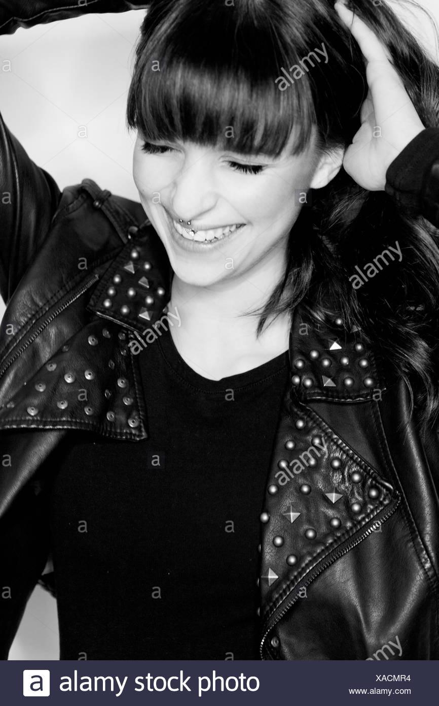 Ridendo giovane donna, b/w, ritratto, Immagini Stock