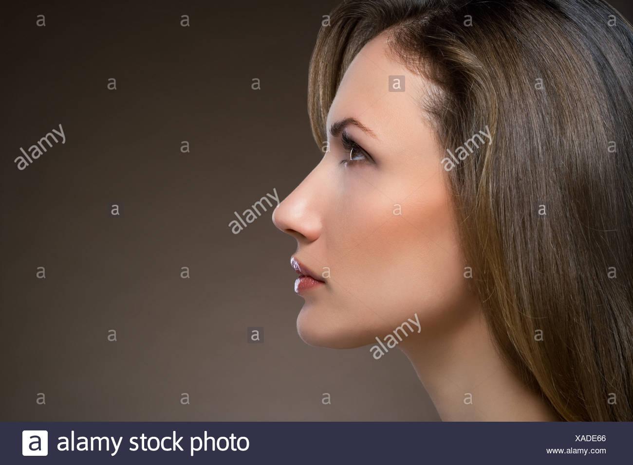 Profilo di una giovane donna Immagini Stock