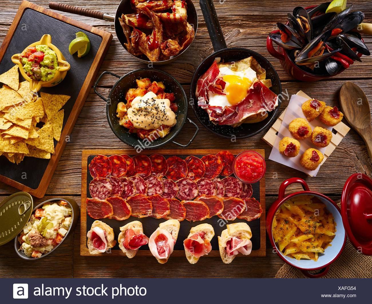Tapas dalla Spagna un mix vario di cucina mediterranea ricette. Immagini Stock