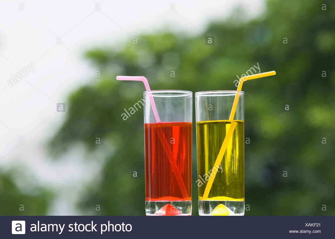 Close-up di due bicchieri di mocktail Immagini Stock