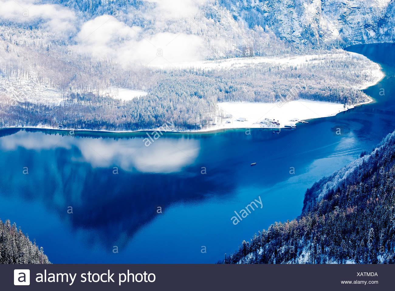 Il lago Koenigssee in inverno, Alpi, Baviera, Germania, Europa Immagini Stock