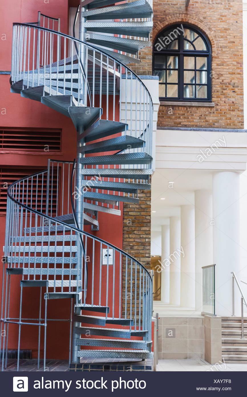 Inghilterra, Londra, Southwark, coraggio cantiere, nodo house fire escape Immagini Stock