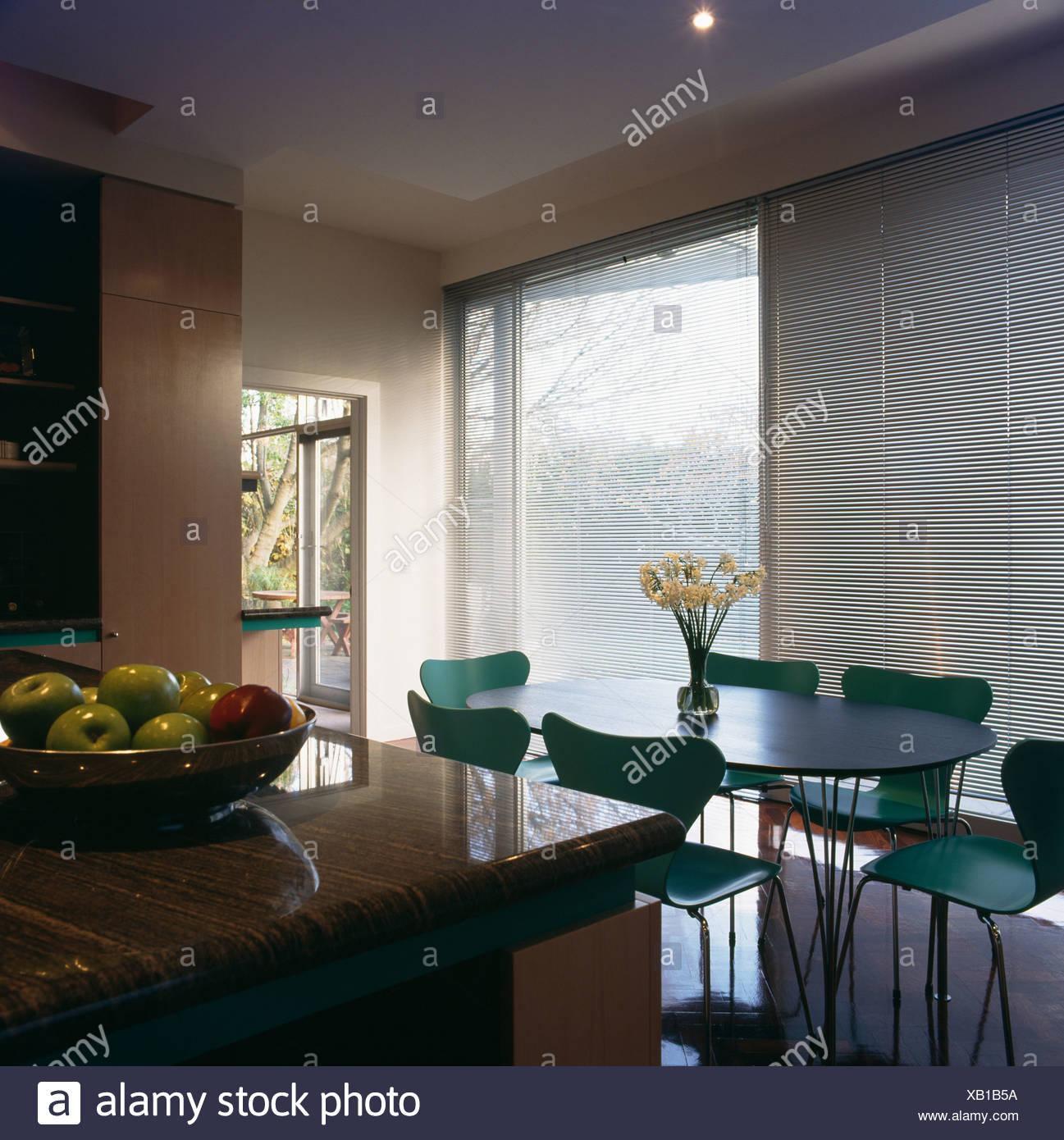 Tavoli Da Pranzo Grandi Dimensioni.Il Turchese Arne Jacobsen Ant Sedie E Tavolo Ovale Nella Moderna