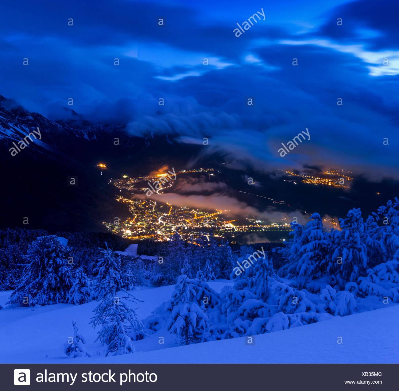 L Europa Italia Lombardia Sondrio Bormio Al Blue Ora Dopo Una Nevicata In Inverno Localita Turistica Delle Alpi Italiane Foto Stock Alamy