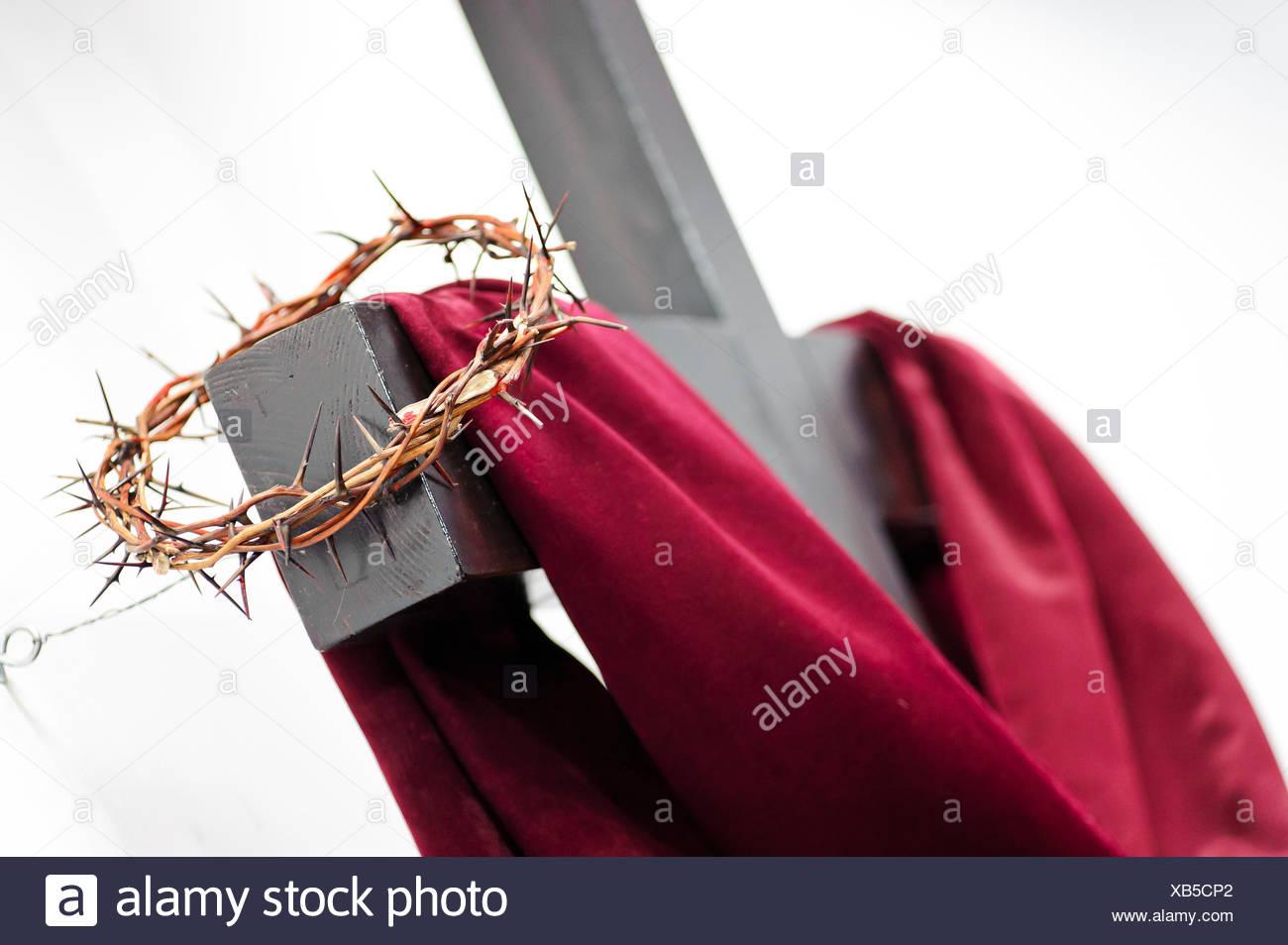 La Credenza Religiosa : La religione religiosi credenza morte closeup legno croce