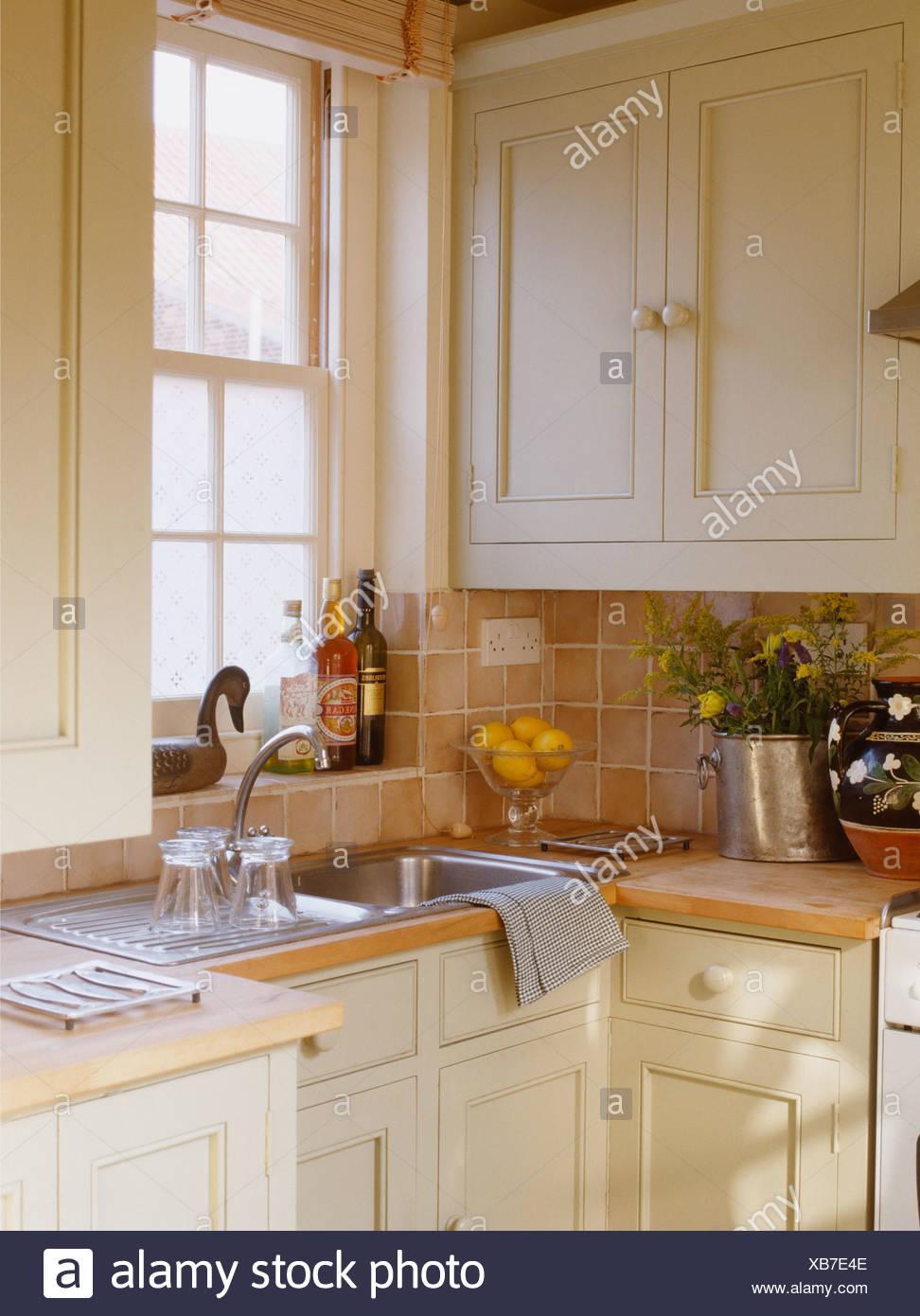 Lavello In Acciaio Inox Finestra Sottostante In Crema Cucina Con