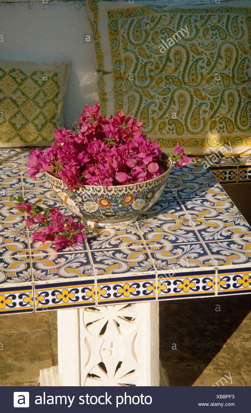 Piastrelle Decorative Per Tavoli still-life di deep pink fiori di bouganville in vaso