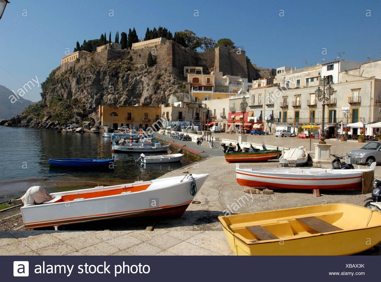 Hafen von Lipari, porto di Lipari Immagini Stock