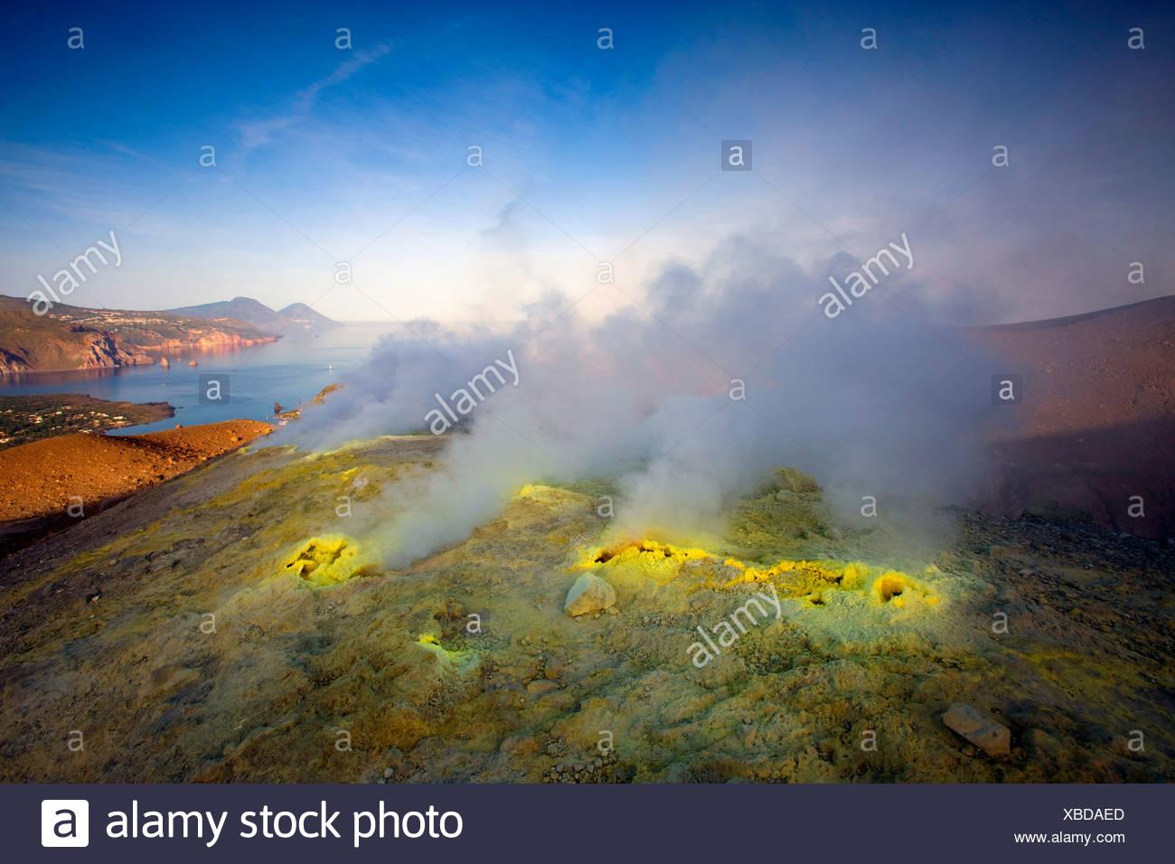 Vulcano, Italia, Europa, isole Lipari, isola, isola, vulcano Crater, fumarola, zolfo, zolfo, la deposizione a vapore, vapore, mattino Immagini Stock