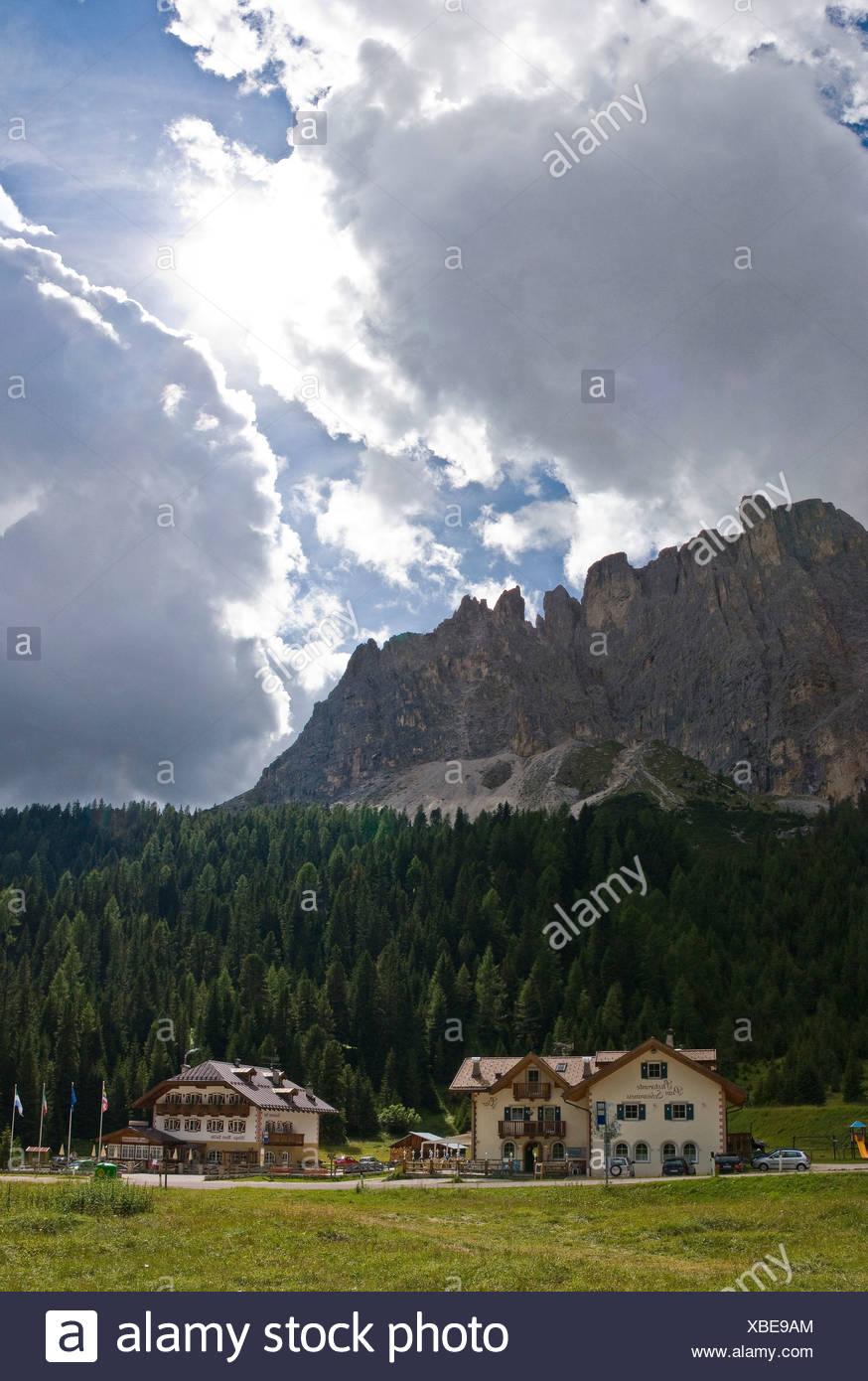 Italia Europa Passo di Sella Sellajoch Trentino Sella Gruppe estate sulle montagne delle Alpi paesaggio paesaggio nuvole Immagini Stock