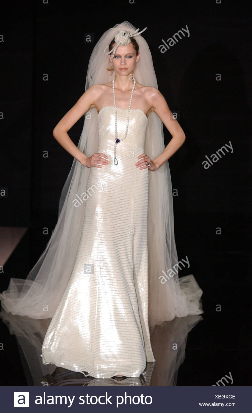 newest 806fd c16da Armani Paris, Haute Couture A W senza spalline floorlength ...