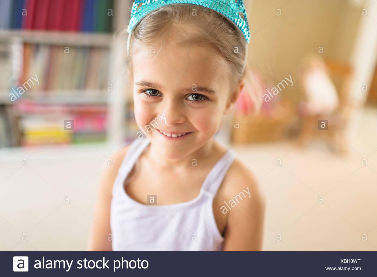Ritratto di giovane carina ragazza in Princess Crown Immagini Stock