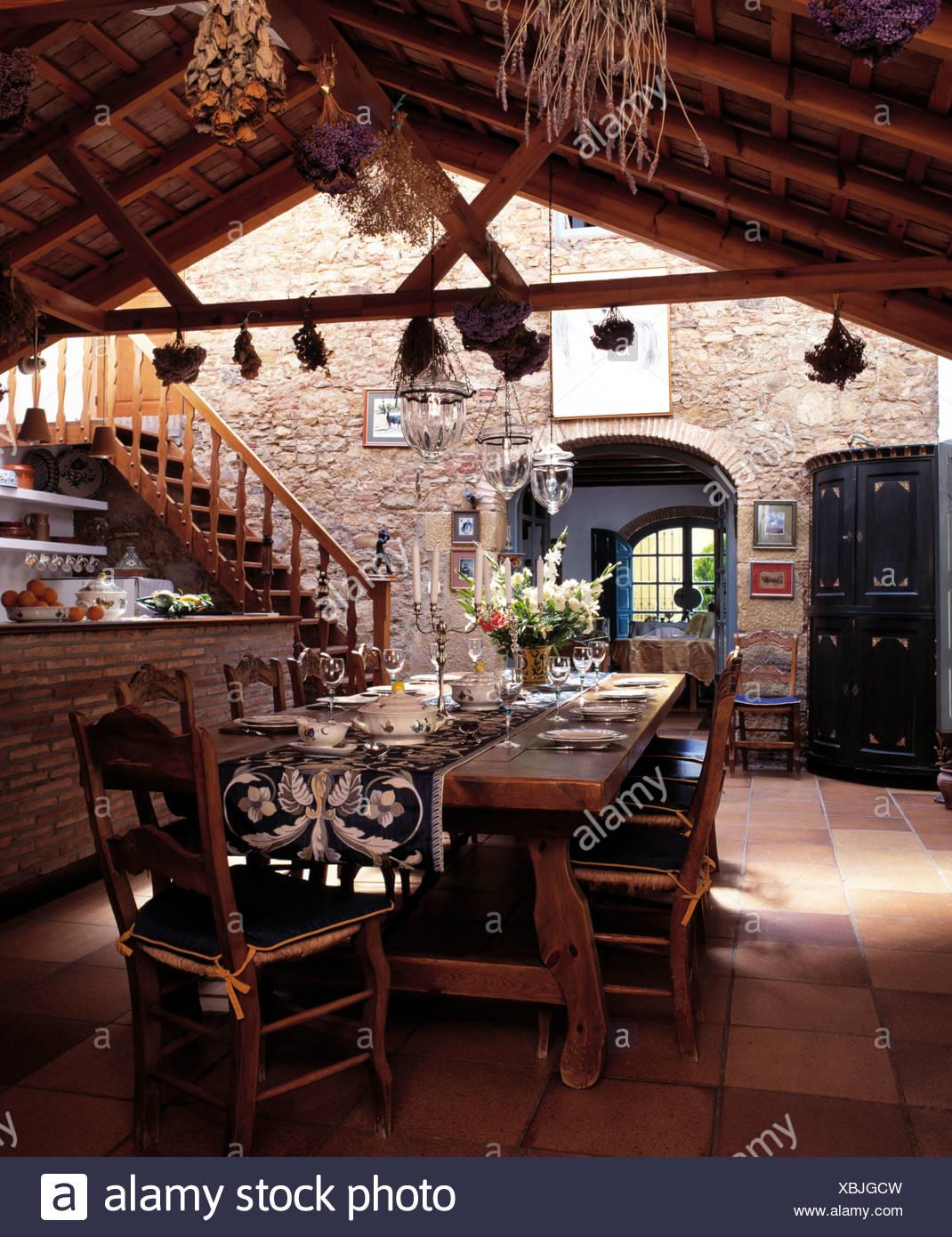 Tavoli E Sedie Rustiche.Rustico Tavolo In Legno E Sedie In Zona Pranzo Della Grande Cucina
