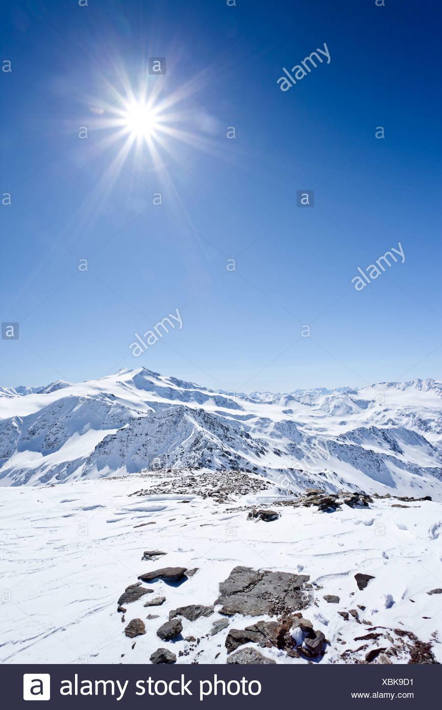 Vista dalla cima del monte Punta Beltovo di Dentro,, Solda Solda in inverno, Mt del Cevedale e Cima Cevedale nella parte posteriore Immagini Stock