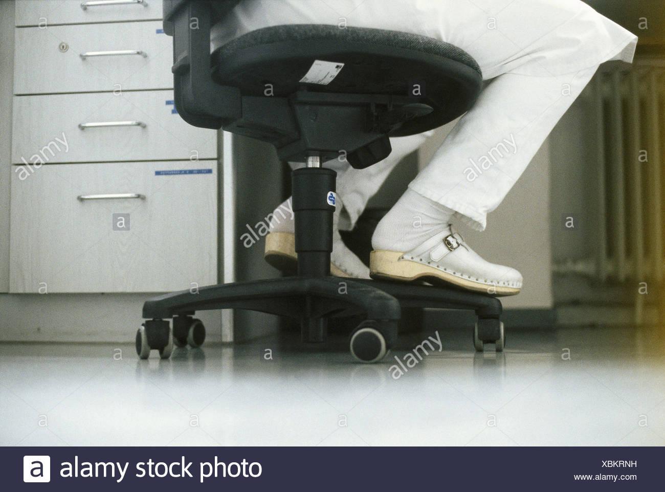 Doctors stool immagini & doctors stool fotos stock alamy