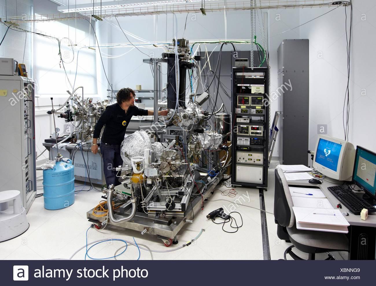 UHV (ad ultra alto vuoto) Camera, Nanophysics laboratorio di fisica dei materiali Center è un centro comune di scientifiche spagnole Immagini Stock