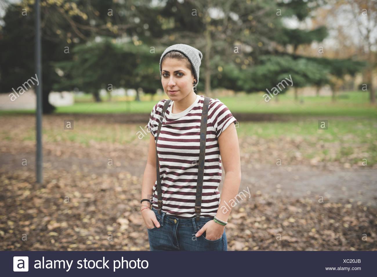 Adolescente in posizione di parcheggio Immagini Stock
