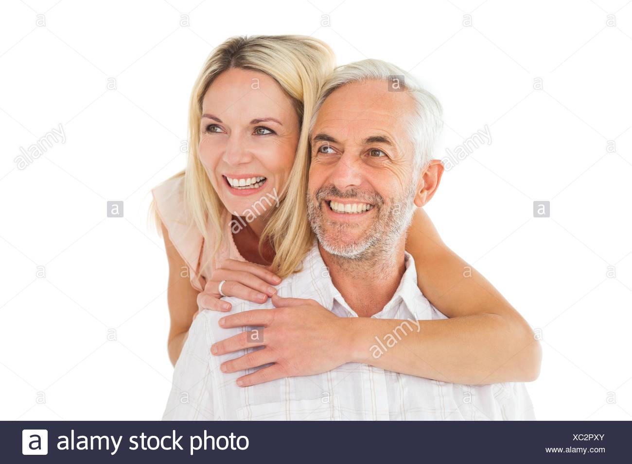 Uomo felice di dare il suo partner un piggy back Immagini Stock