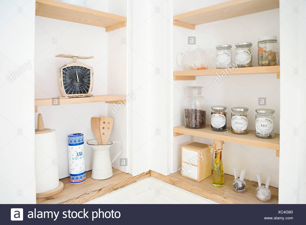 Mensole da cucina Foto & Immagine Stock: 282842280 - Alamy
