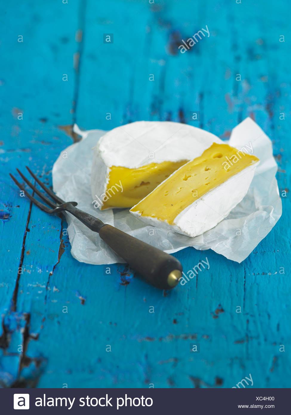 Latte di mucca formaggio morbido e forcella Immagini Stock