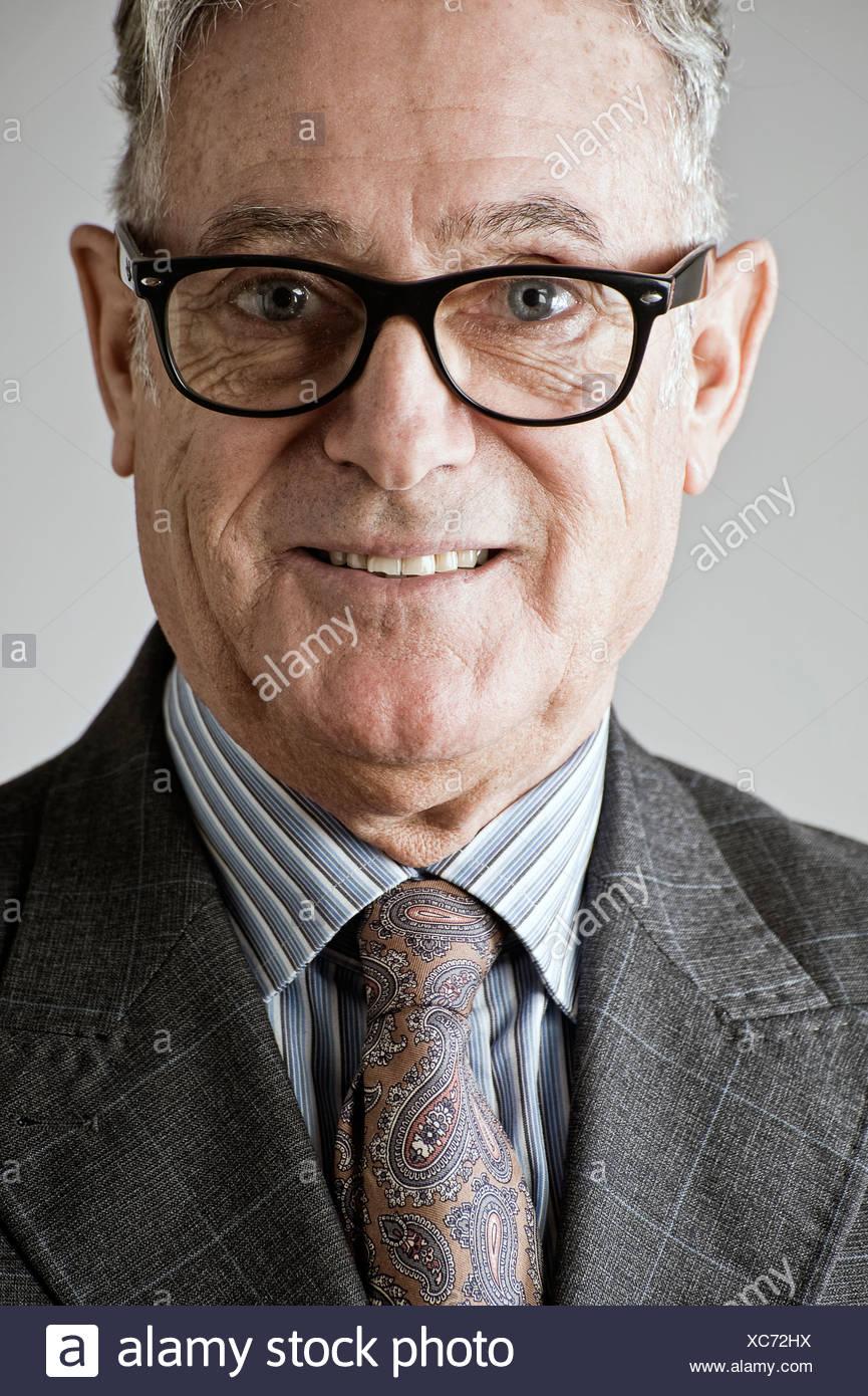 Ritratto di uomo anziano, indossa una tuta e tirante Immagini Stock