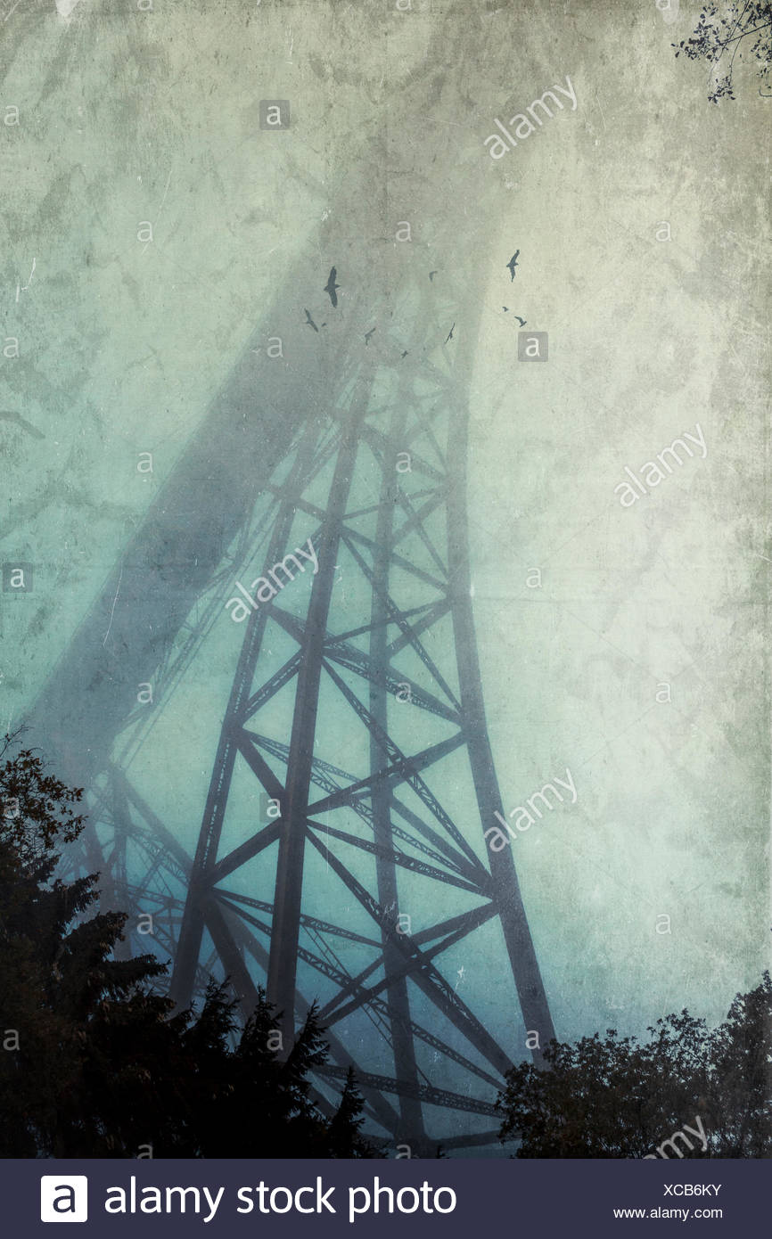 Silhouette di Ponte Muengsten nella nebbia, effetto testurizzato Immagini Stock