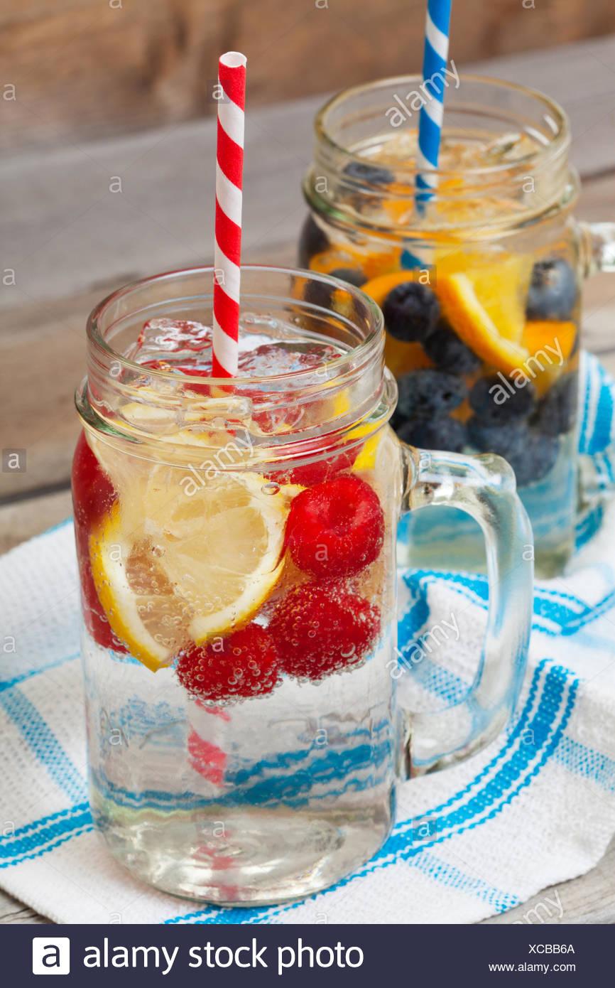 Frizzanti bevande di frutta Immagini Stock