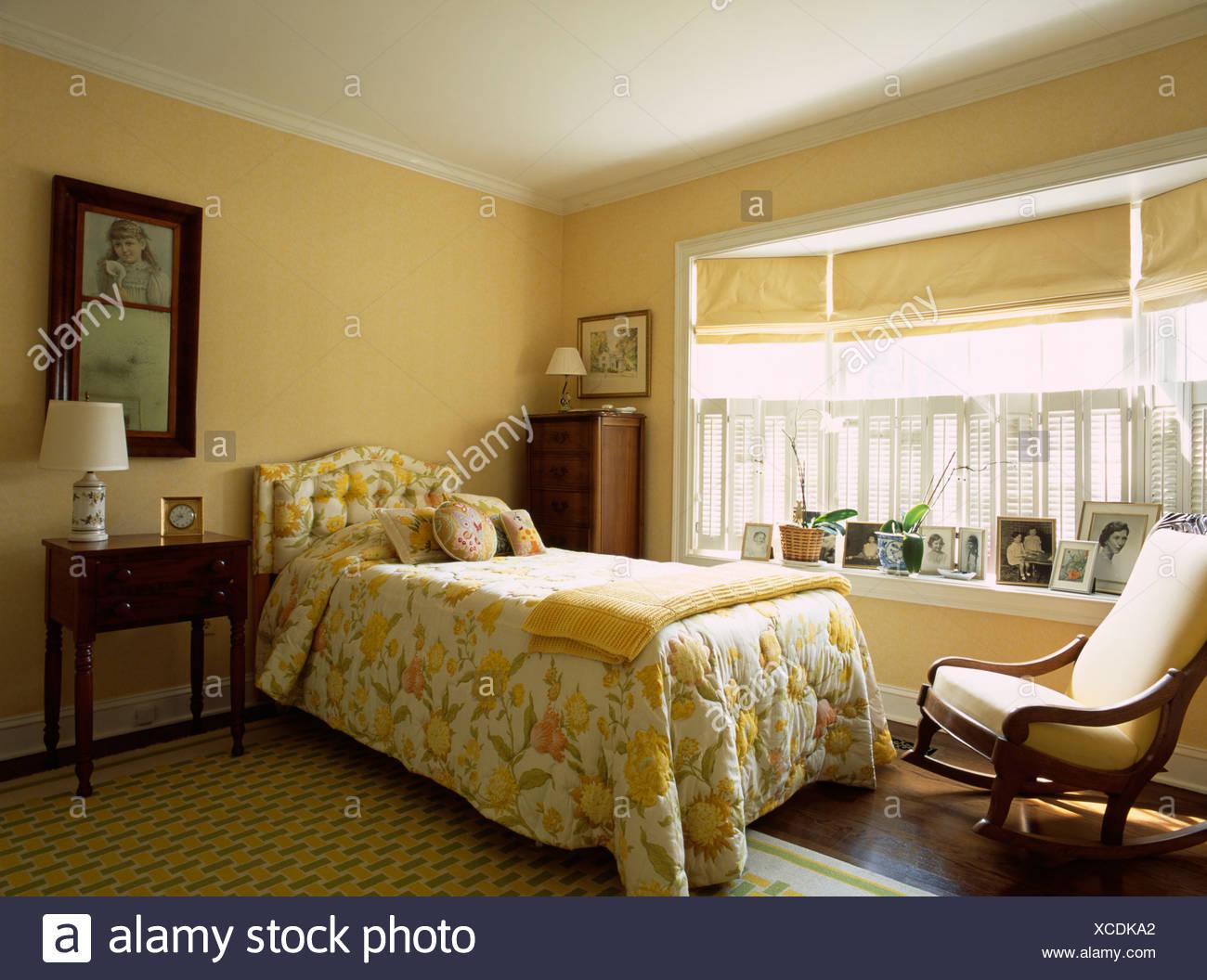Camera Da Letto Giallo : Testata del letto in giallo bianco e nero camera da letto in