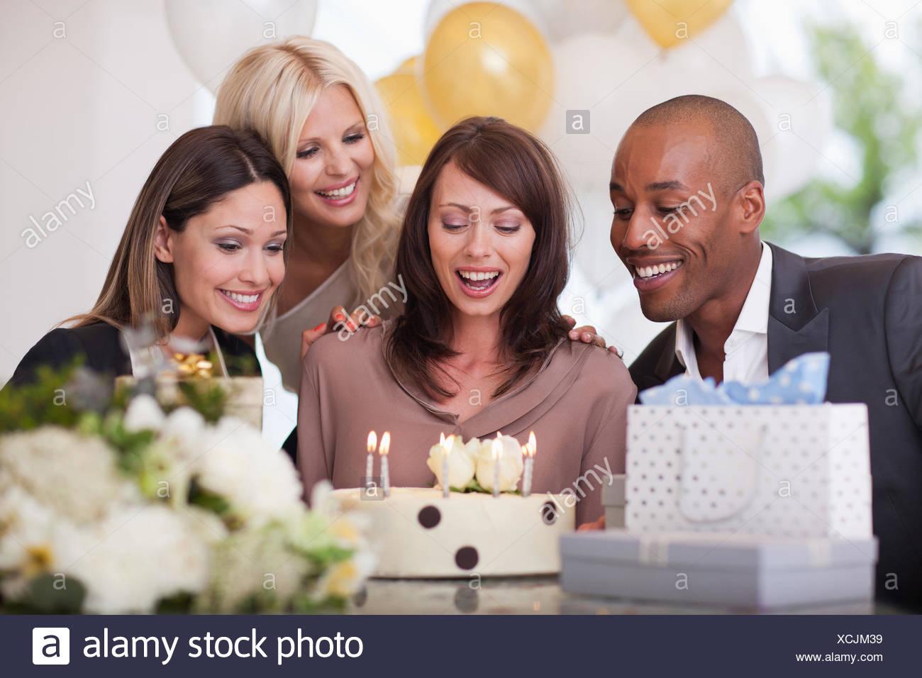 Amici alla festa di compleanno Immagini Stock
