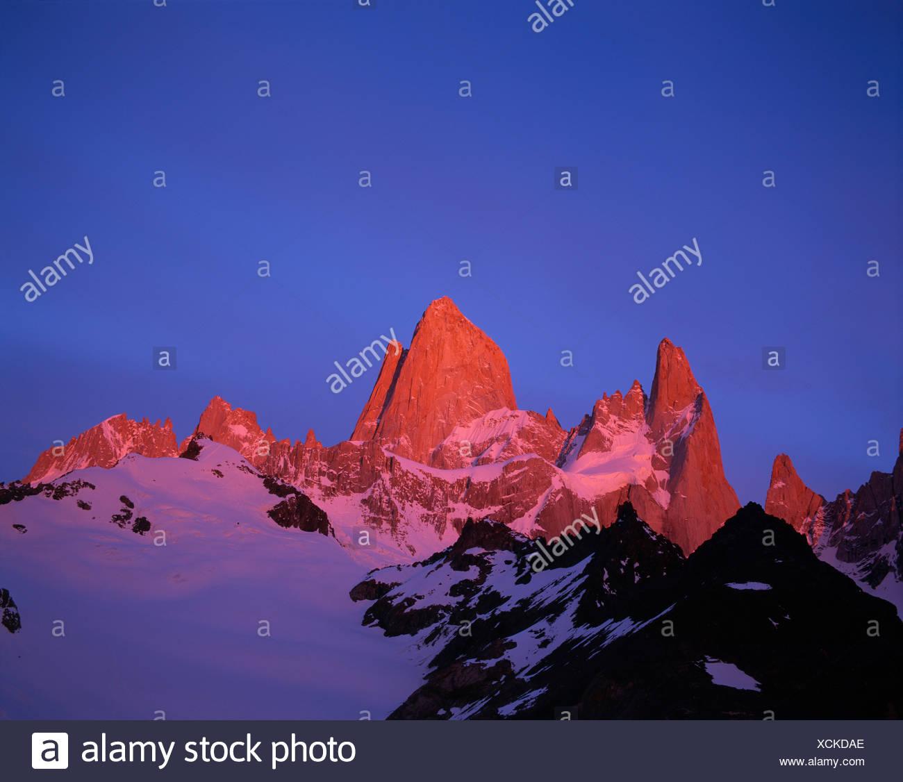 Mt. Cerro Fitz Roy (aka Cerro Chaltén), Patagonia, Santa Cruz Provincia, Argentina, Sud America Immagini Stock