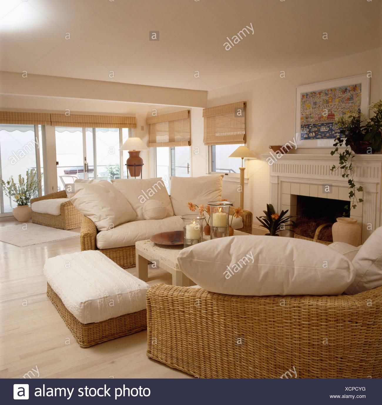 Divani In Rattan Da Interno.Divani In Vimini Con Cuscini Color Crema In Seasde Livingroom Foto